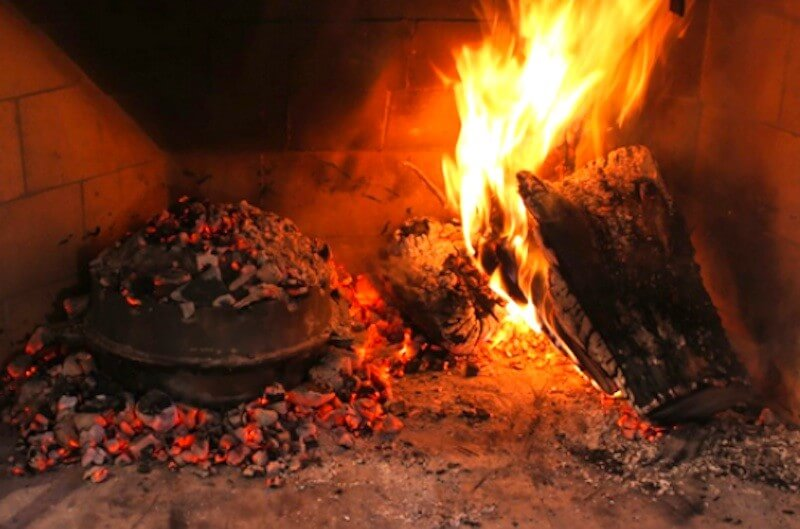 Traditional Croatian Cuisine – Dishes Baked Under The Bell – Peka